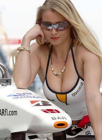 [IMG]http://decollete.canalblog.com/images/beautiful_day_at_the_races_5.jpg[/IMG]