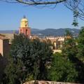 Saint-Tropez (clocher vu du pied de la Citadelle)