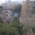 Vue plongeante, pas sans évoquer la ville de Luxembourg