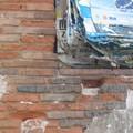 affiches sur brique