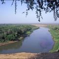 Le peuple Karo : Jeune garçon regardant le fleuve Omo