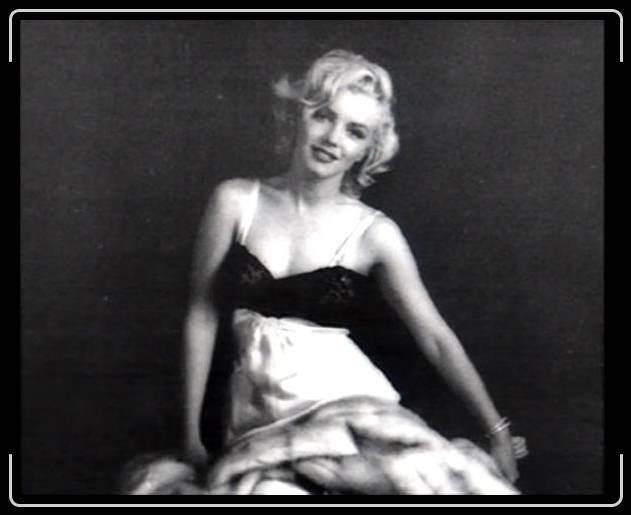 MHG_1953_EveningDressSit