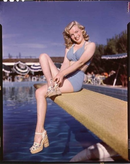 BernardOfHollywood_1949_BeachSitting3_004_1_