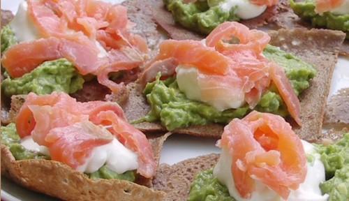 Canapés saumon/avocat sur crêpes au sarazin