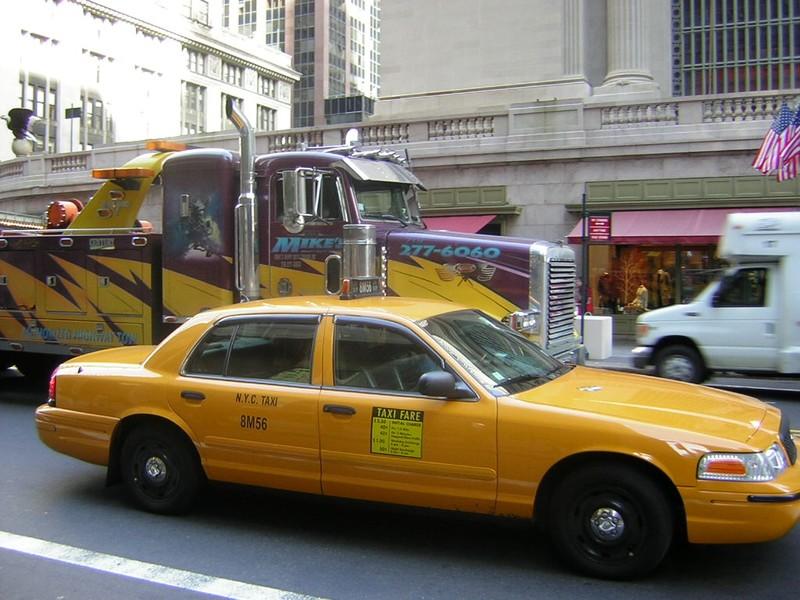 Taxi contre camion.. Qui va gagner?
