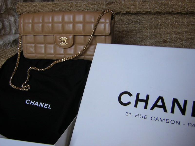CHANEL... Ultra chic, méga doux, une merveille de peau et un très beau travail. vendu, mais bien utilisé pour une fois!
