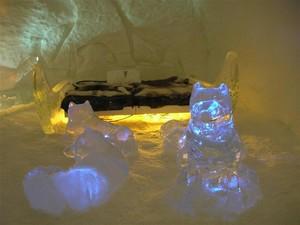 2005.03.11_114_ice_hotel_hotel_main_hall_chandelier