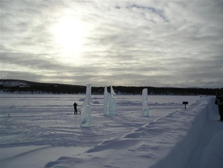 2005.03.11_130_ice_hotel_outside_the_hotel