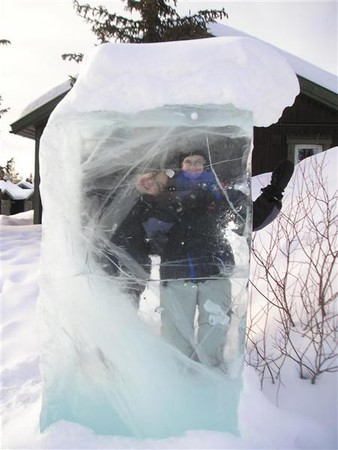 2005.03.11_145_ice_hotel_lina_and_pa_in_ice