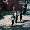 Enfants aux ballons à la frontière du Swaziland