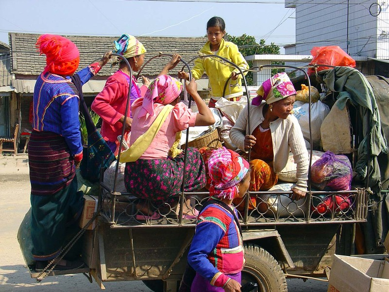 Going to Menghu market