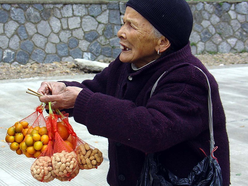 Selling fruits in Yangshuo