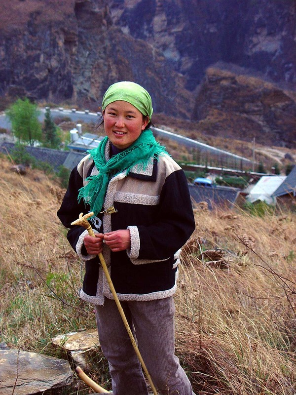 A girl in Tiger Leaping Gorge