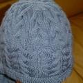gros plan bonnet torsadé bleu jean's