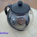 Ma théière de tous les jours... 2,50 euros en solde...efficace et j'aime voir le thé infuser.