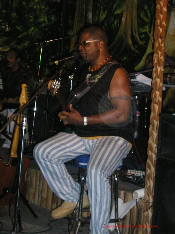 Mr Frédéric Caracas, le bassiste (Y. Cabrion au Bik)
