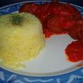 Boulettes à la menthe, riz doré, sauce tomate