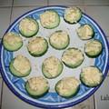 Salade oeufs durs/sauce curry servie sur des rondelles de concombre