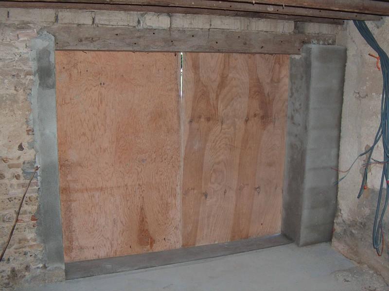 la porte du garage fait par macon et menuisier mission renovation. Black Bedroom Furniture Sets. Home Design Ideas