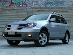 in_mitsubishi_outlander_185