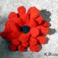Broche Fleur rouge (technique mixte)