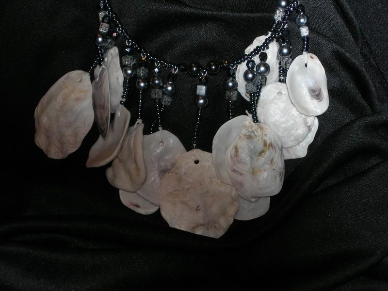 Collier en coquilles d'huîtres