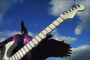 guitars_rock_and_roll_museum_3
