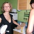 les filles à la cuisine (pour ne pas changer les bonnes habitudes!