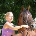 là c'est lors d'un cours de stretching pour les chevaux! stretching de la langue plus précisément!lol