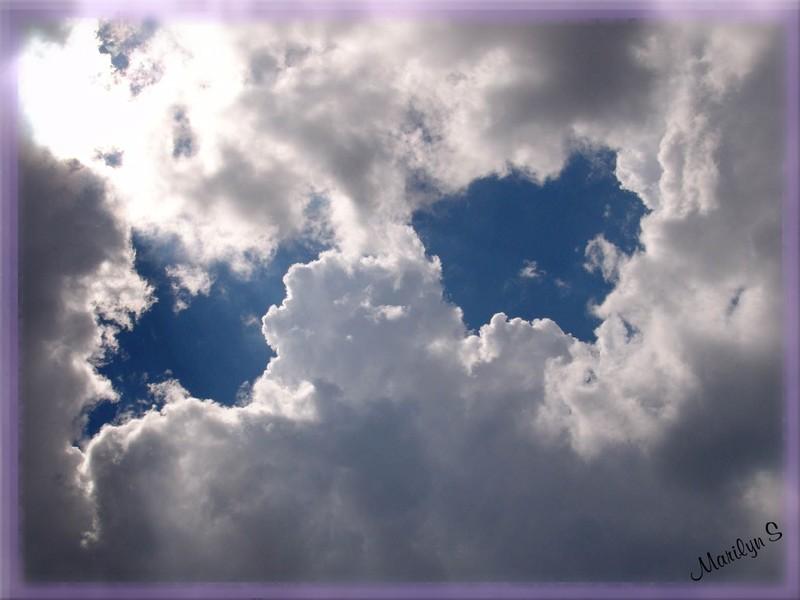 Des yeux dans les nuages
