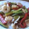 Salteado de verduras, calamares y langostinos