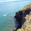 bateau et falaise