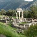 Delphes : place centrale du site archeologique