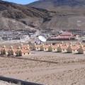 une usine et ses maison perdues dans le desert