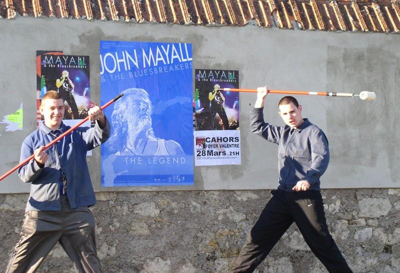 collage d'affiches à Cahors