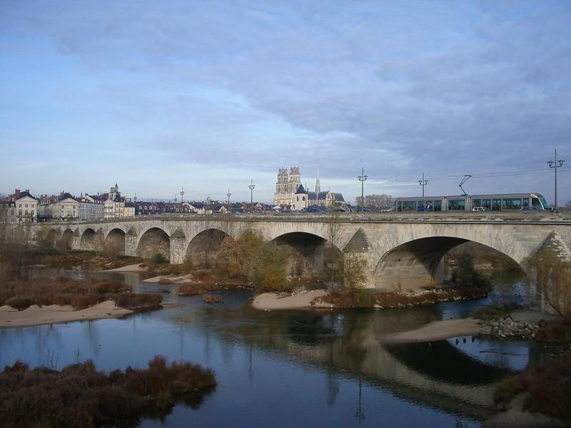 http://orleans.canalblog.com/images/Pont_Georges_V_2.JPG