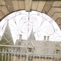porte d' entrée gothique du chateau du Ligouyer