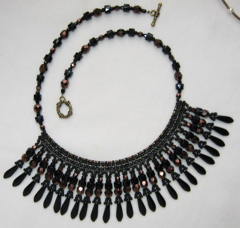 Collier noir et bronze, inspiration Linda Richmond.