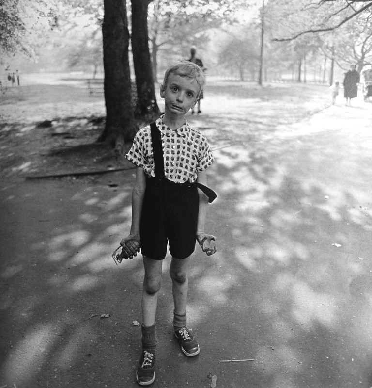 ARBUS, Diane, « Child with a Toy Hand Grenade in Central Park», NYC, 1962,
