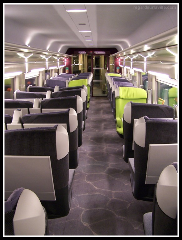 Premi re regard sur la ville for Interieur tgv