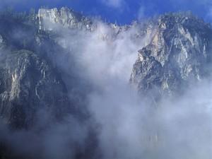 falaise_dans_les_nuages