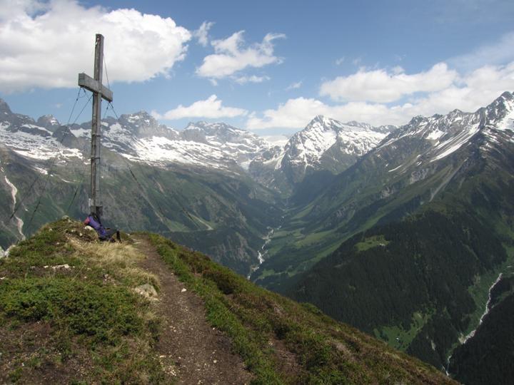 Maderanertal depuis les hauts du Bristensee