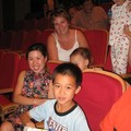 Famille chinoise au spectacle