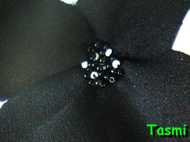 Broche tasmi - Fleur au coeur noir ...