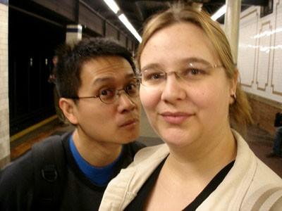 Dans le metro, y a des filles