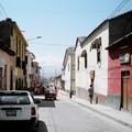 Ayacucho : rue avec taxi typique
